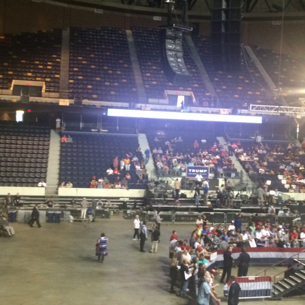 75 minutes after doors opened, not exactly filling up inside. #RVA Trump https://t.co/VeB1mM6yP3