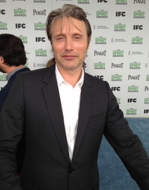 #MadsMikkelsen would like everyone to calm down about those #RogueOne reshoots: https://t.co/iSc5rxyYNK #StarWars