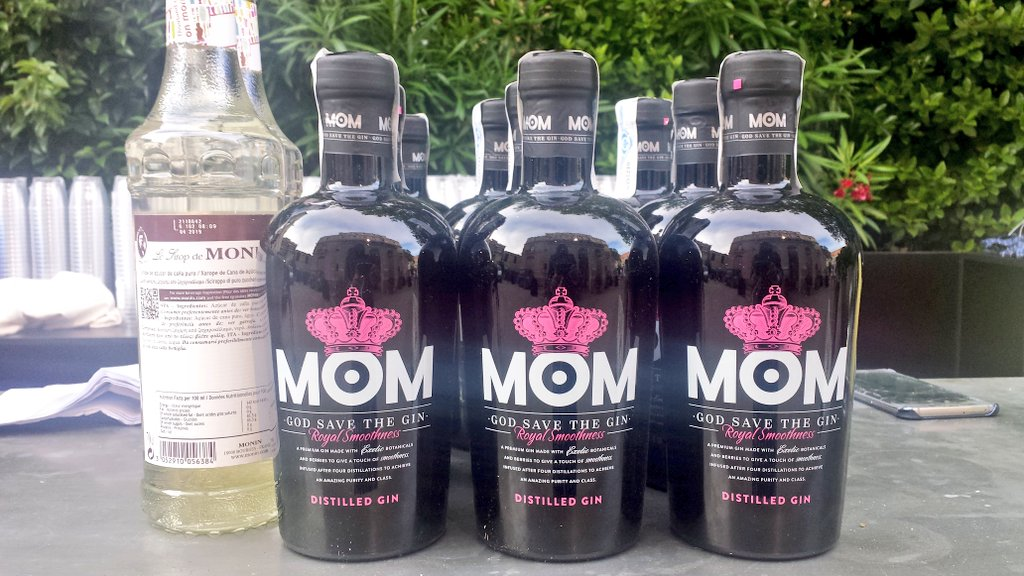 Un Gin ¡Please! Con mucho hielo 😜🍸 ¡Queen save the @MOM_Gin! #MadresBloguerasYD #malasmadresyd #LaParty3 https://t.co/toLlq29wxH