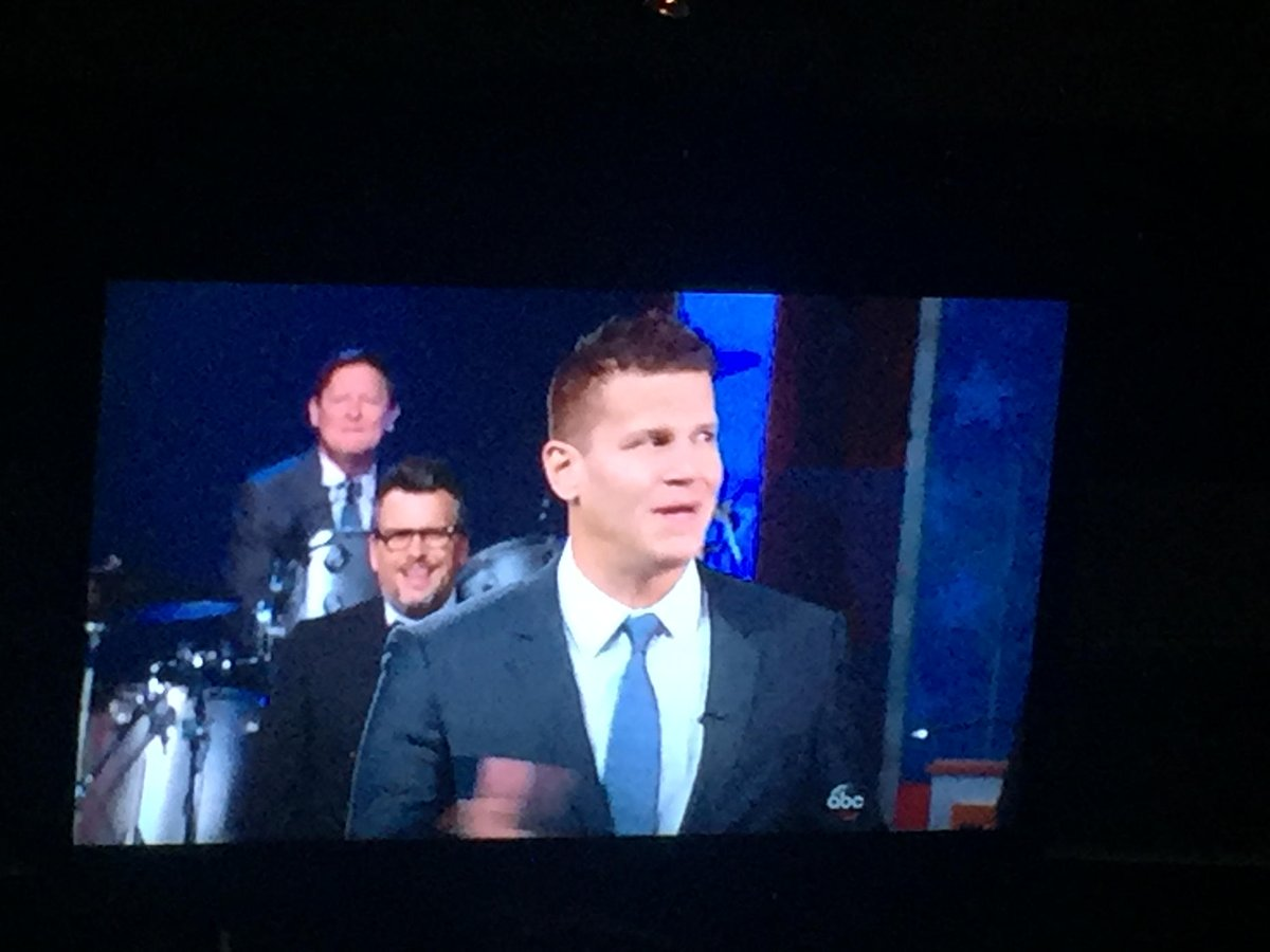 While my friends band is playing at Friday's, @David_Boreanaz pops on the tv screen. https://t.co/quhmdKv4Vo