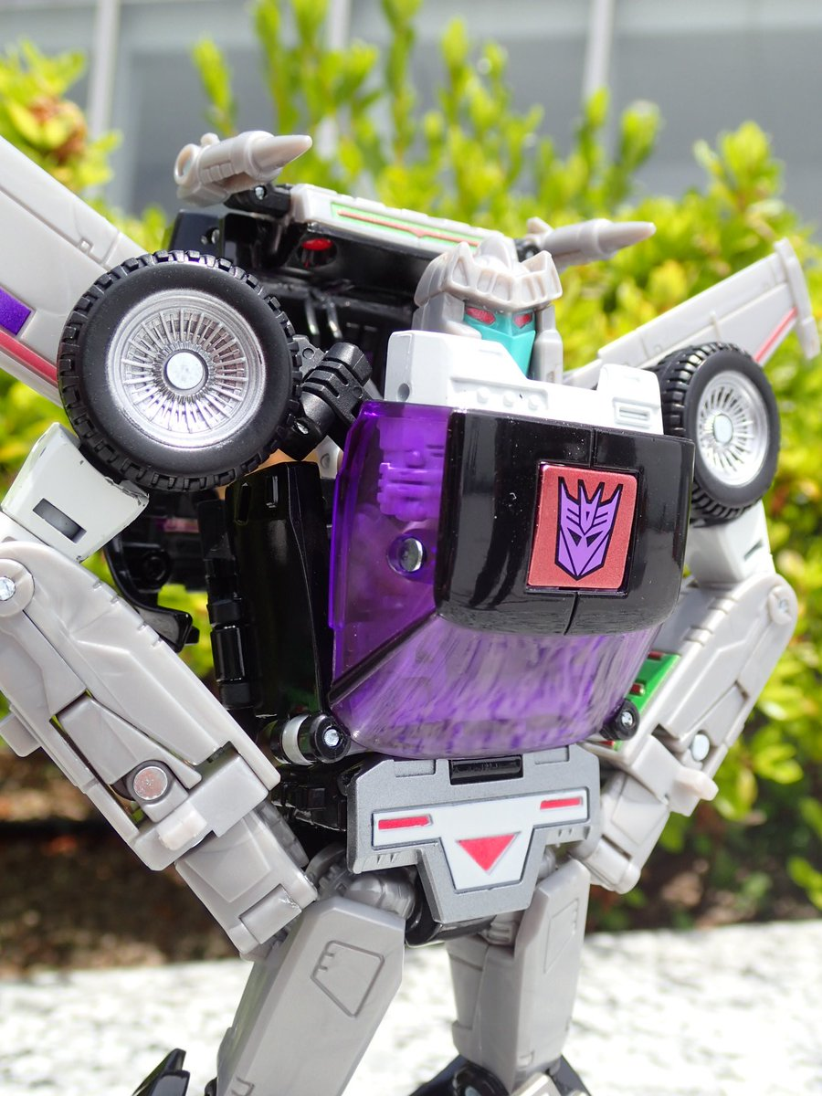 Takaratomy Transformers Masterpiece Mp 25l Loudpedal In Hand