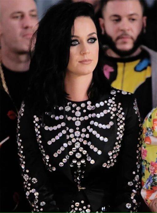 Katy Perry Estrena Nuevo Look CkrFgxWXIAAKTm8