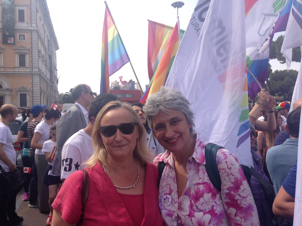 Con @Sabrinalfonsi al #RomaPride #RomaTornaRoma @bobogiacsindaco @PD_ROMA<br>http://pic.twitter.com/oCIXfBZc2Y