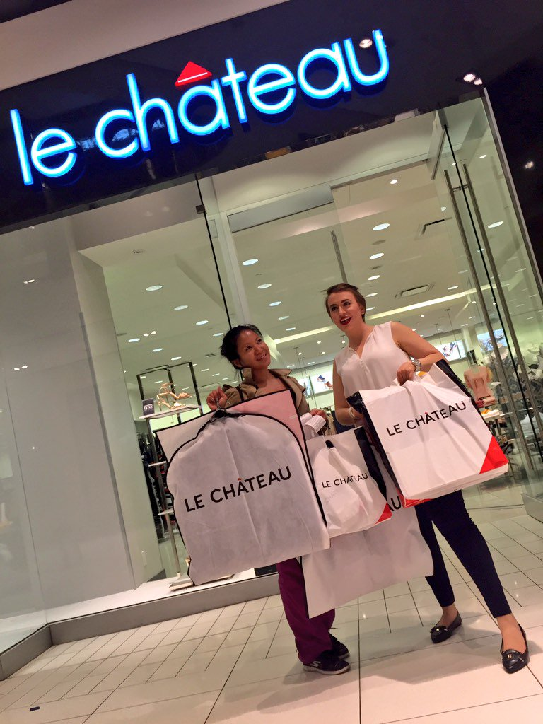 #Shopping must go on! Despite #sinkhole, @CFRideauCentre @hudsonsbay @LeChateauStyle open! Get ready for #GGAwards! https://t.co/ylo7h7DBSU