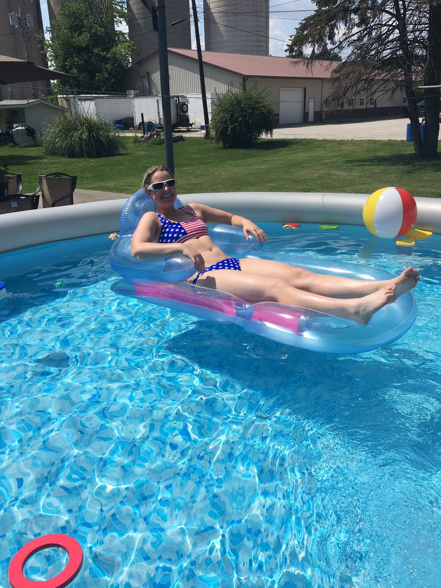 This is how I'm staying cool today.#poolweather #cilwx #ilwx #america<br>http://pic.twitter.com/dP6IyBweYk