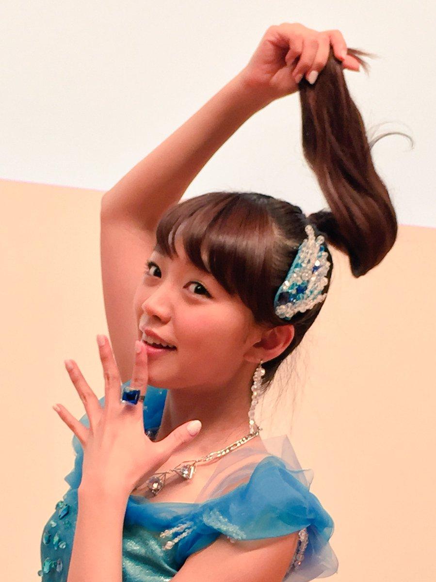 夜分遅くですが…名古屋リリースイベントお越しいただいた皆様ありがとうございました!こちらはイベント終了後しゃちほこを表現するみもりんです。 pic.twitter.com/qUnWqHNqOS