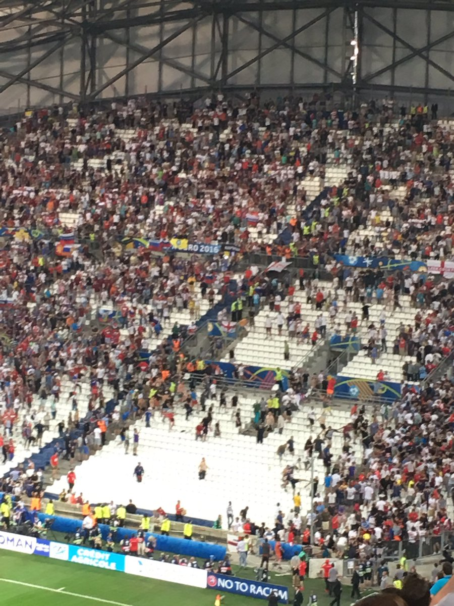 Russian fans chasing after England fans https://t.co/U3DJRL5Gnc