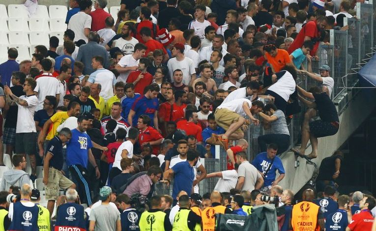 England fans trying to get away from Russia fans in stadium https://t.co/aOZI8n3Bjs