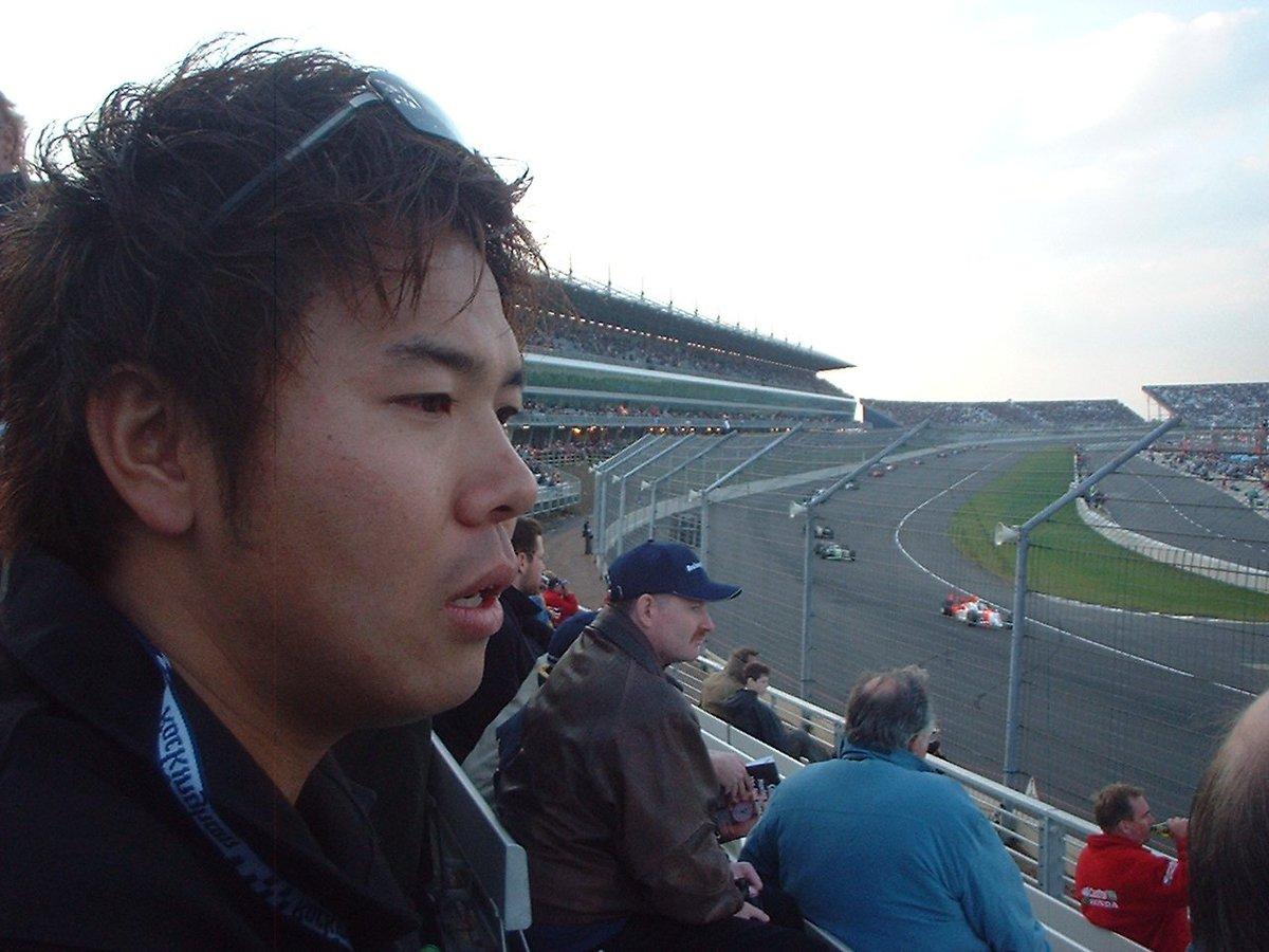 #gaora_motor 松浦孝亮選手が見物した2001年ロッキンガム(英国)。ここでも水が染みだし遅延。初オーバル見物の松浦選手は、インディカーに興味がなかったのに、スタートの瞬間に「かっこいい~!!」と叫んでました。 https://t.co/eMFCs958JY