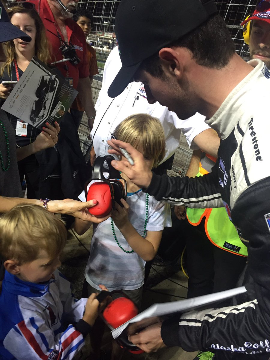 .@AlexanderRossi, @CarlosMunoz034 & @josefnewgarden hang with fans in the stands at @TXMotorSpeedway! #IndyCar https://t.co/Z6taxAhBfp
