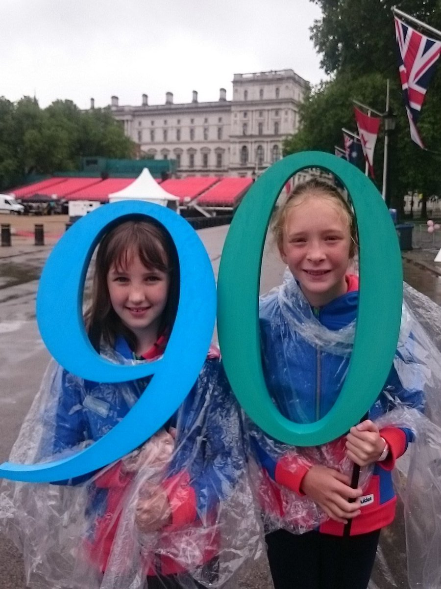 We are ready for the parade! @SthfieldsGuides representing @Girlguiding at the @thepatronslunch https://t.co/5krtE7UeWS