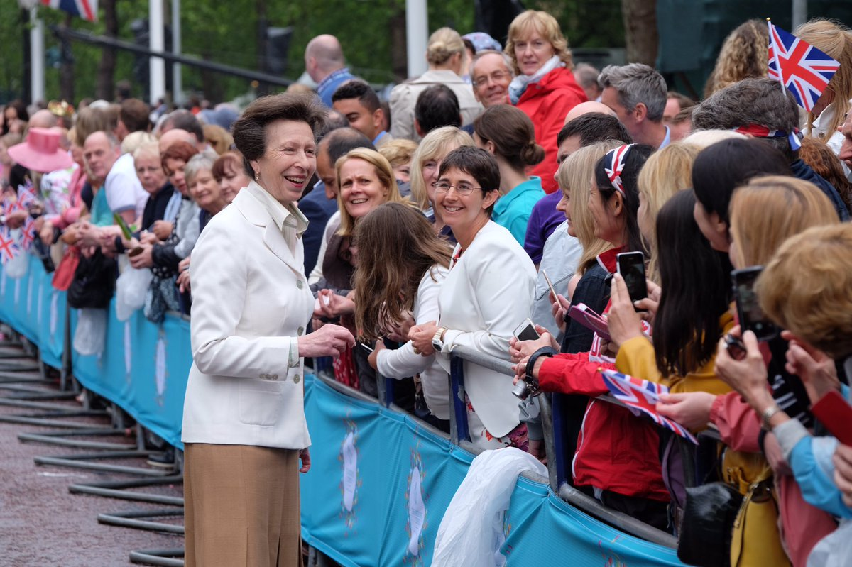 The Princess Royal greets huge crowds on the Mall @thepatronslunch celebrating #Queenat90 https://t.co/gAjCcIh2vI