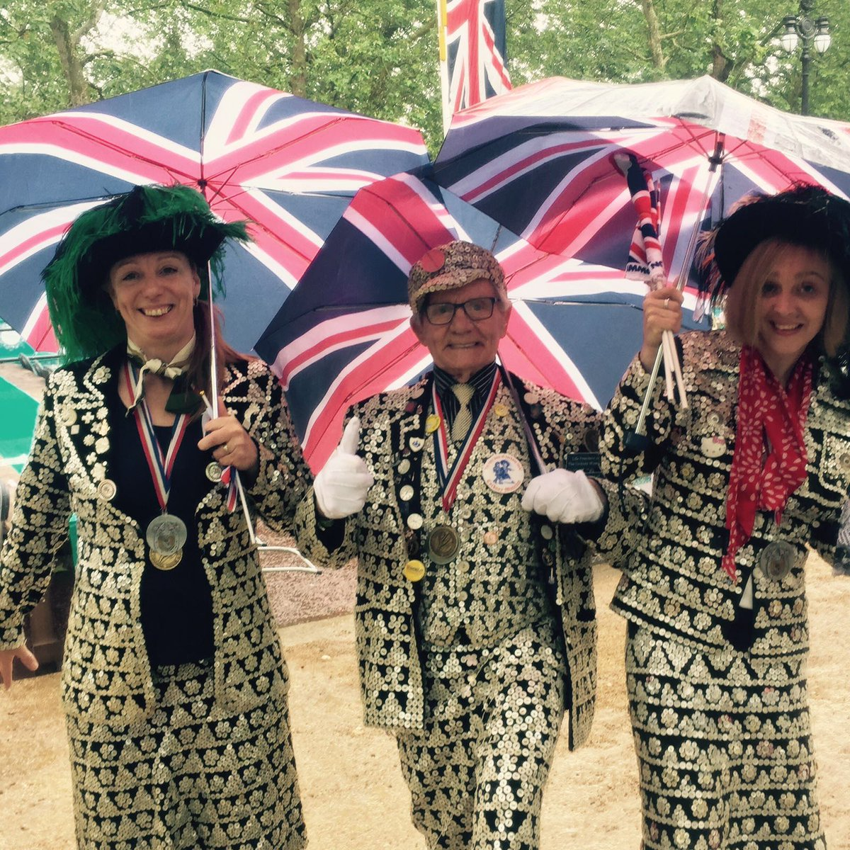 Did you spot the Pearly Kings & Queens in the #ThePatronsLunch parade? https://t.co/OxmeHoTdFM