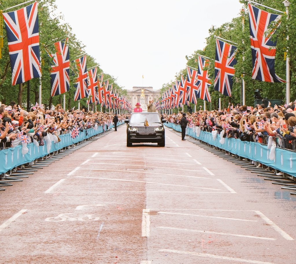 The Queen and The Duke of Edinburgh on The Mall @thepatronslunch #HappyBirthdayYourMajesty https://t.co/oF3FCxM74U