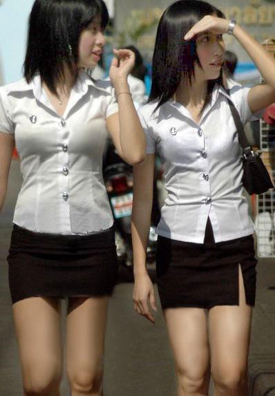 タイの制服好きな人居ます? キャラパでタイの制服ナイトやってみたい 需要ありますか? タイの制服大好き人間居ます?