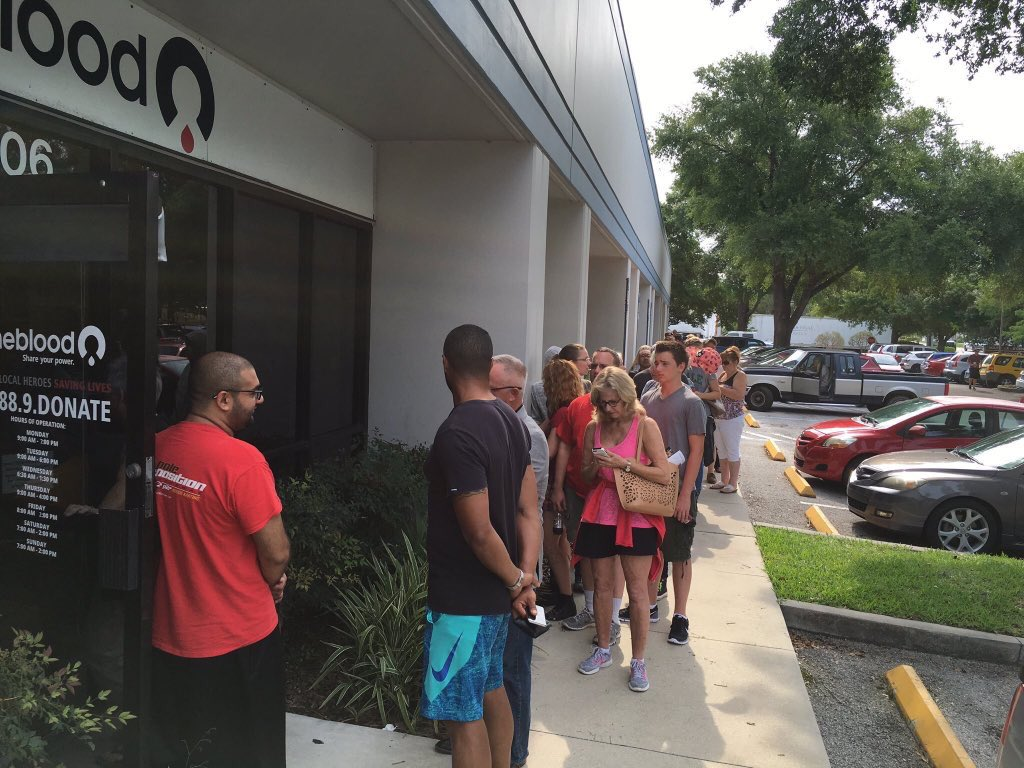 Long lines of people waiting to donate blood for Orlando shooting victims #PrayForOrlando #nightclubshooting @WESH https://t.co/aE3rwX5Sfj