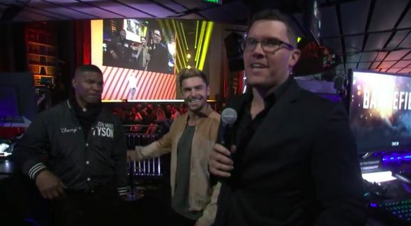 Zac Efron & Jamie Foxx playing with airships in epic 32x32 #Battlefield1 match #EAPlay #E3 https://t.co/hV9ES7SZcw https://t.co/RCdO7bueRW