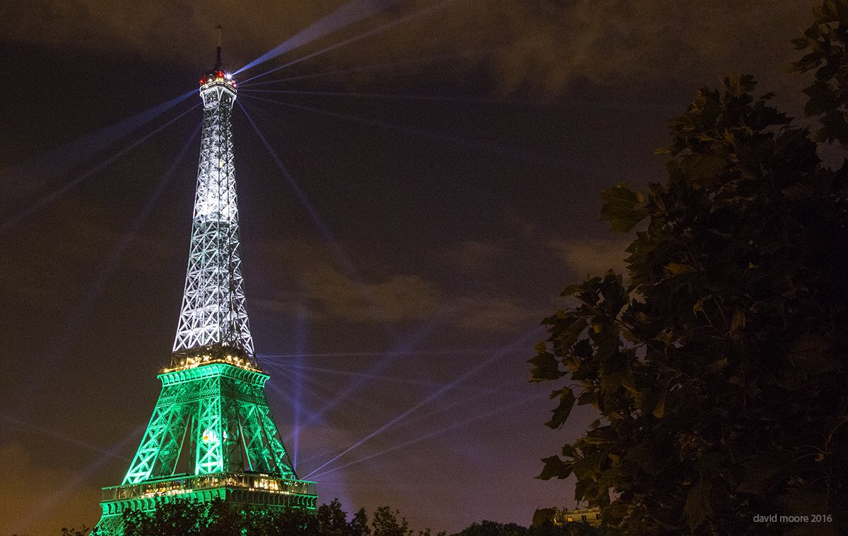 Lads the Eiffel Tower is green white n gold. It's a good omen! #FranceBants https://t.co/yB6qRGT8se