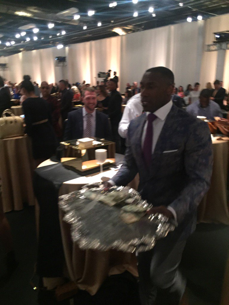 Shannon Sharpe taking a collection plate to sign Von https://t.co/IToKzk15Tg
