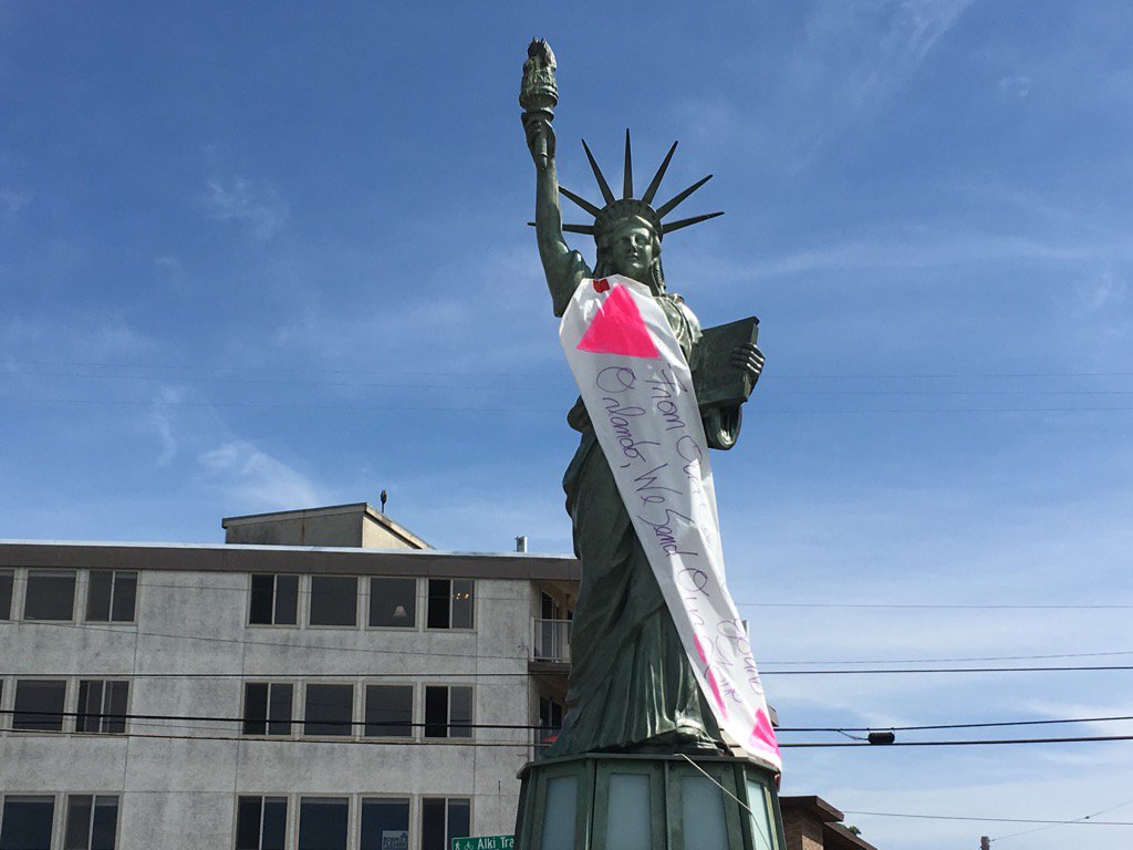 Banner just placed on Alki Statue of Liberty for Orlando: 'From our coast to yours' https://t.co/INinPegC8d