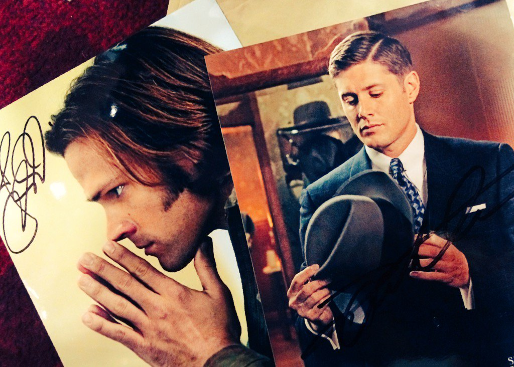 Last fan giveaway: RT to win a @jarpad signed pic or LIKE to win 1 by @JensenAckles #SPNFamily #SPNPHX https://t.co/OLJhFLPmZL