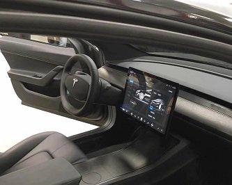 Tesla Model 3 : le tableau de bord toujours aussi dépouillé https://t.co/lB5gzDpoWS #TeslaModel3 #TableauBord https://t.co/g0RuefBPnd