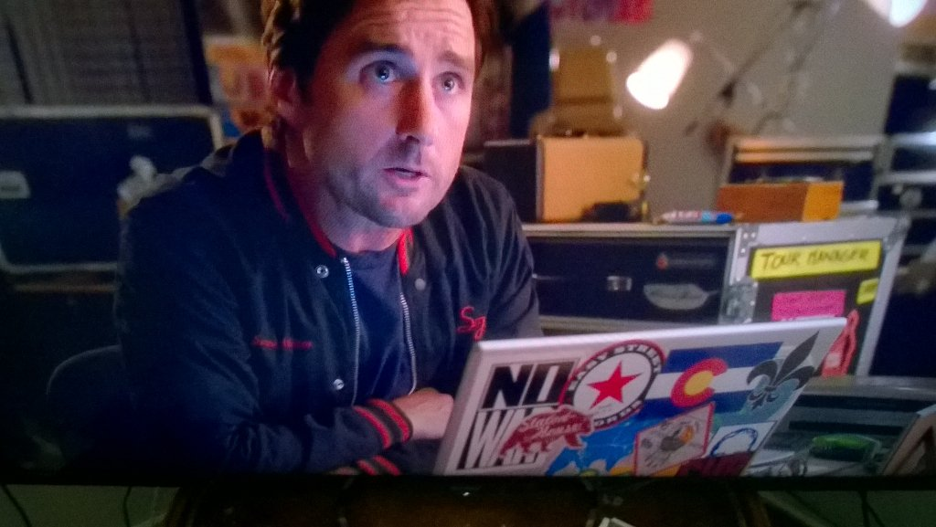 Great to see the @EasyStRecords sticker on the laptop. #SeattleLove @SHO_Roadies @CameronCrowe https://t.co/5FnsfzRj3l