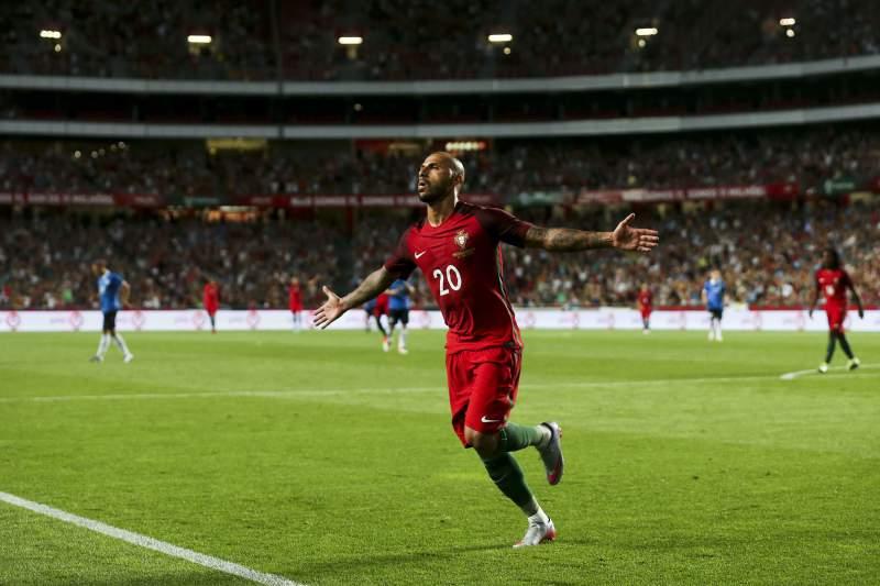 Quaresma leva Portugal para os 'quartos' do #EURO2016 #POR https://t.co/iYIOMHF2eO https://t.co/i5J4jN2MsQ