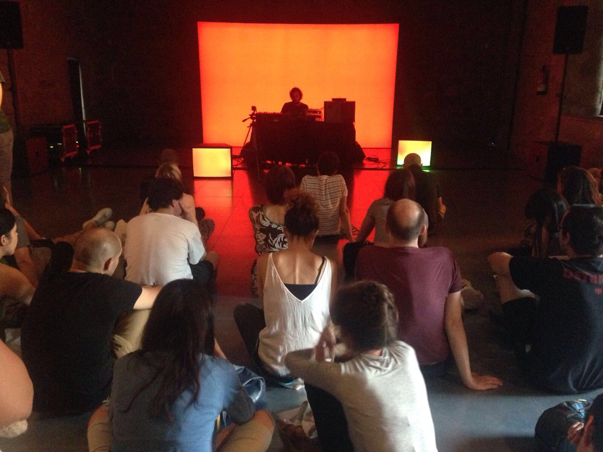 Música entorno a la exposición de #HernándezDíez: @NieveFuga en el #MACBAesviu https://t.co/U9pkM4CQi0