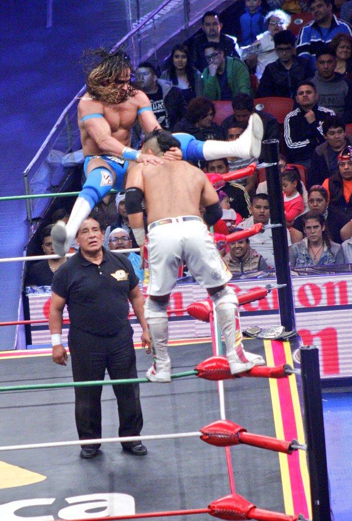 CMLL: Una mirada semanal al CMLL (del 23 al 29 de junio de 2016) - Zeuxis, reina nacional; Michael Elgin se corona en Elite; Joker, monarca medio de Occidente y más... 7