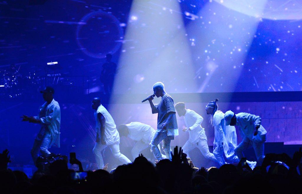 Great show tonight, @justinbieber! #PurposeTour https://t.co/h7DNdmuQdG