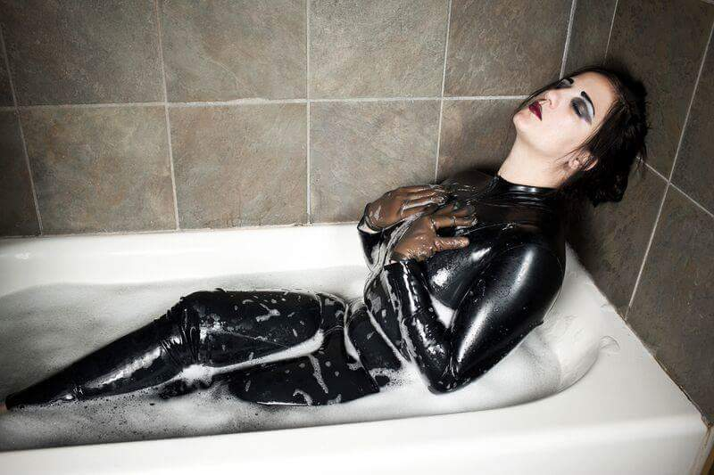 Foot fetish babe chlo lacourt is taking a hot bath with her boyfriend