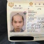 ジャパニーズサムライwこのパスポート写真は笑う!