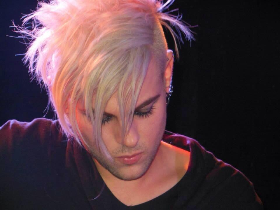 @TommyJoeRatliff #HAPPYTJRDAY to the man who puts all the emotions in his music #TJRDay https://t.co/JJUA2b1e9j