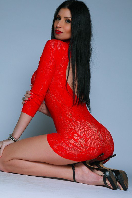 Lilly Roma  - Lady in red, twitter @Lillyroma1