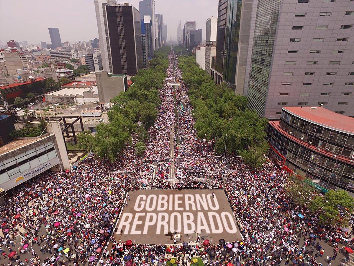 Estela de luz al zócalo, no sólo maestros, un pueblo enojado. #Ayotzinapa21meses #OaxacaLucha #MexicoConSusMaestros https://t.co/gglkCASP8b