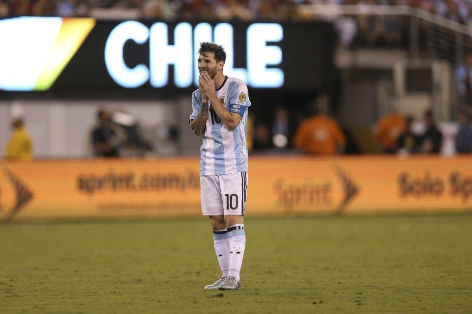 """""""Se terminó para mí la selección. No es para mí, son cuatro finales. Es una decisión tomada, creo que sí"""". Messi. https://t.co/dEcmG6pLZo"""