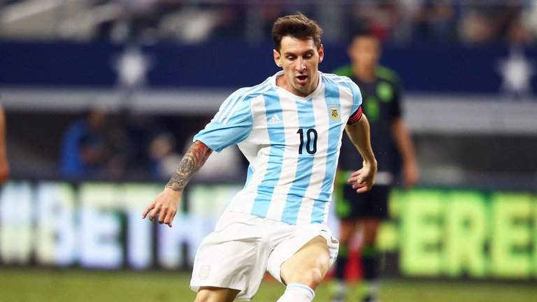 Breaking Sports News:  Lionel #Messi tells Argentine network TyC Sports he's quitting national soccer team. @AP https://t.co/j8eA90qb0Y