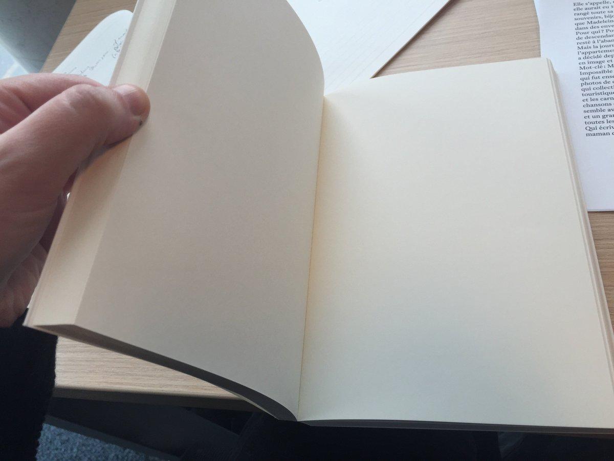 Depuis la saison 2, il y a eu le livre. Un jour de février où je touche son papier pour la première fois https://t.co/hyl0gl5GwW