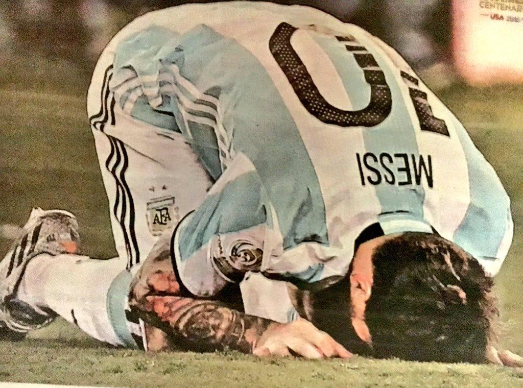 Woow, qué triste imagen... Nadie sabe lo que tiene hasta que lo pierde, #NoTeVayasLio #NoTeVayasMessi https://t.co/mTJeDYhTWq