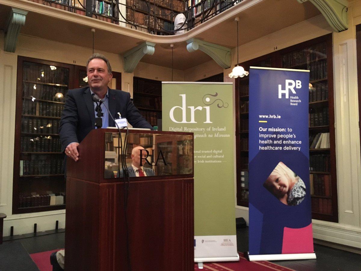 Prof. Barend Mons @barendmons #irlopensci @dri_ireland @hrbireland https://t.co/KnHkG8FqCX