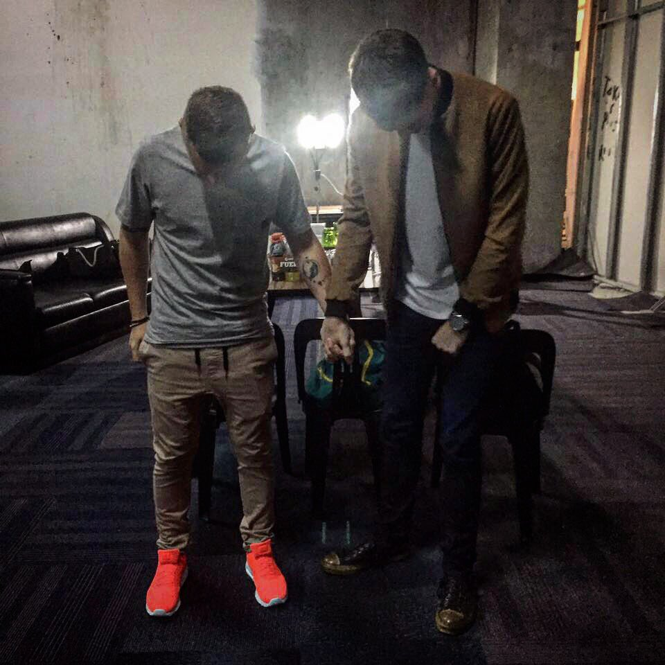 Saying a prayer before last nights show in Manila  @greysonchance https://t.co/uovNwQPQSm