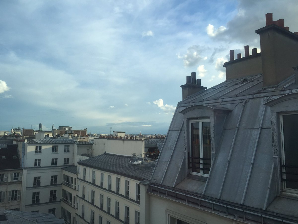 My view of the Parisian skyline as I prepare for #LTHEchat. Bon soir mes amis! https://t.co/YFBvIMkRdf
