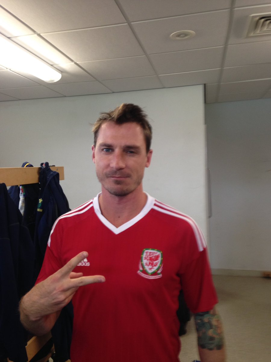 Good to see @DaleSteyn62 getting his allegiances right before tomorrows game... #steynyisawelshman #TogetherStronger https://t.co/OYdFjuxMQa