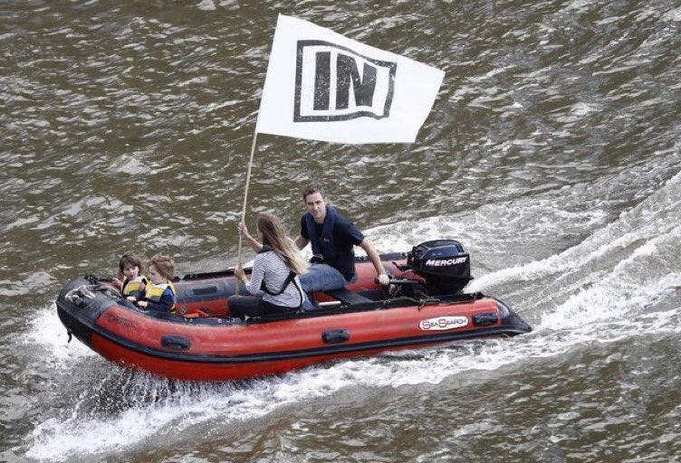 My hubby @MrBrendanCox & children taking part in the battle of the #Thames - because we're #StrongerIn #Remain https://t.co/6JNMnQ4Zfg