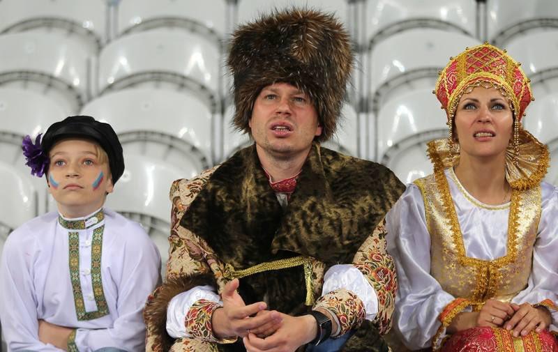 """""""Это английские фаны ворвались в наш сектор. Он вообще за Россию болеет?"""", - пропагандисты росТВ в прямом эфире воспитывают """"неправильного"""" российского комментатора - Цензор.НЕТ 9454"""