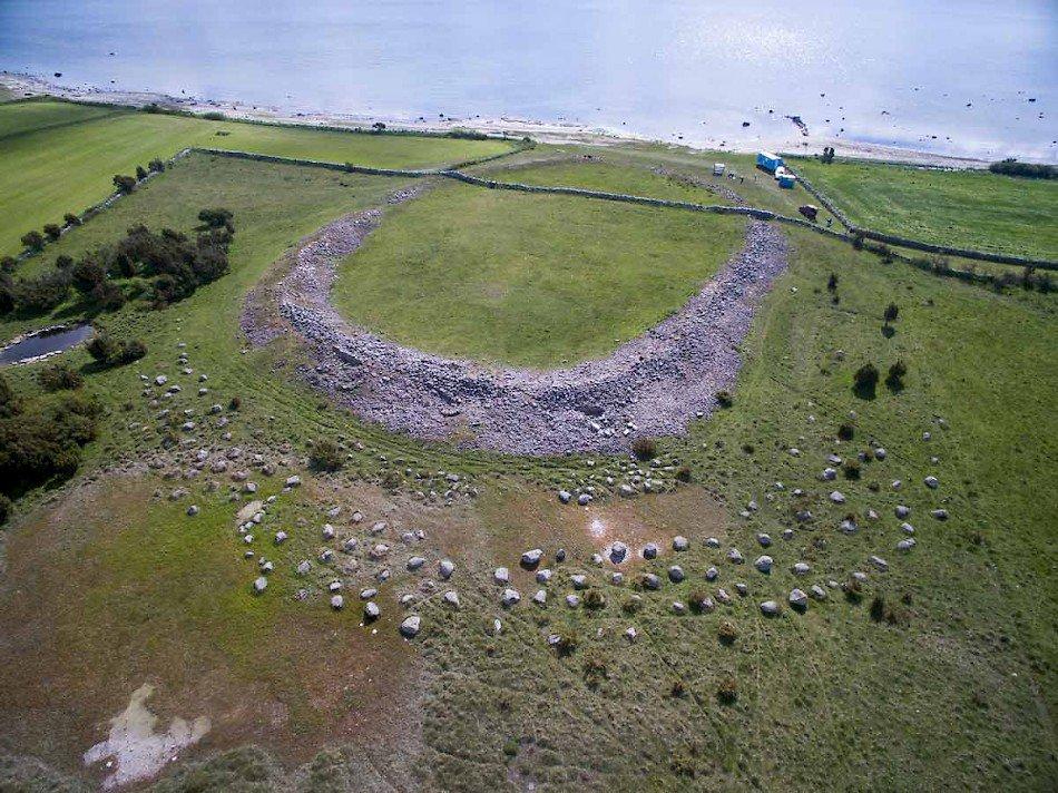 RT @svenskhistoria: Vapenfynd vid 1 600 år gammal mordplats på Ölandhttps://t.co/hAwNFxEzaI #arkeologi #svhist https://t.co/eUIoYajopz