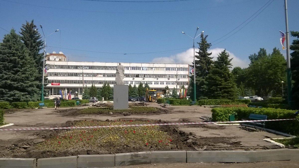 Ремонт асфальтового покрытия на площади Ленина