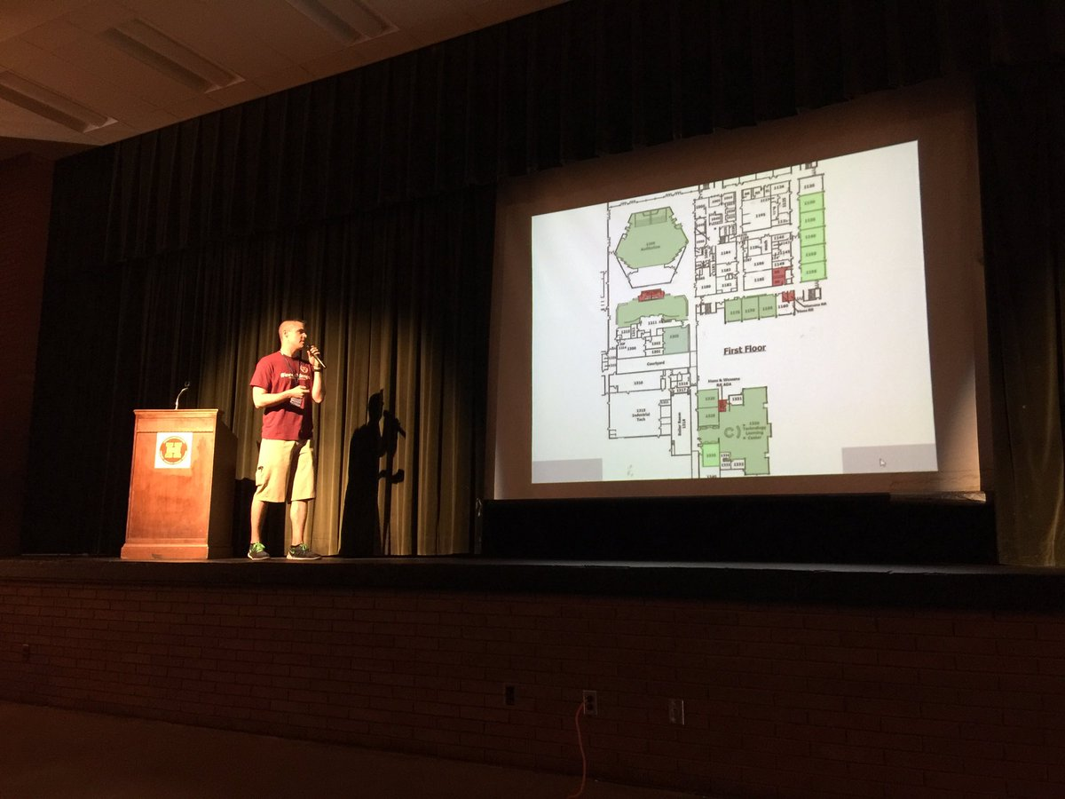 @jacobwelchans starting off @DMschools TechCon 2016 by going over the layout! #innov8dmps https://t.co/QvwdAY1zpM