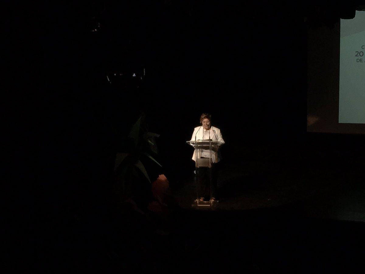 Ana Ros, presidenta de Saray, agradece el patrocinio de este evento a @FundlaCaixa Adania y @CinfaSalud #saray20 https://t.co/Q0IM9W8Wii